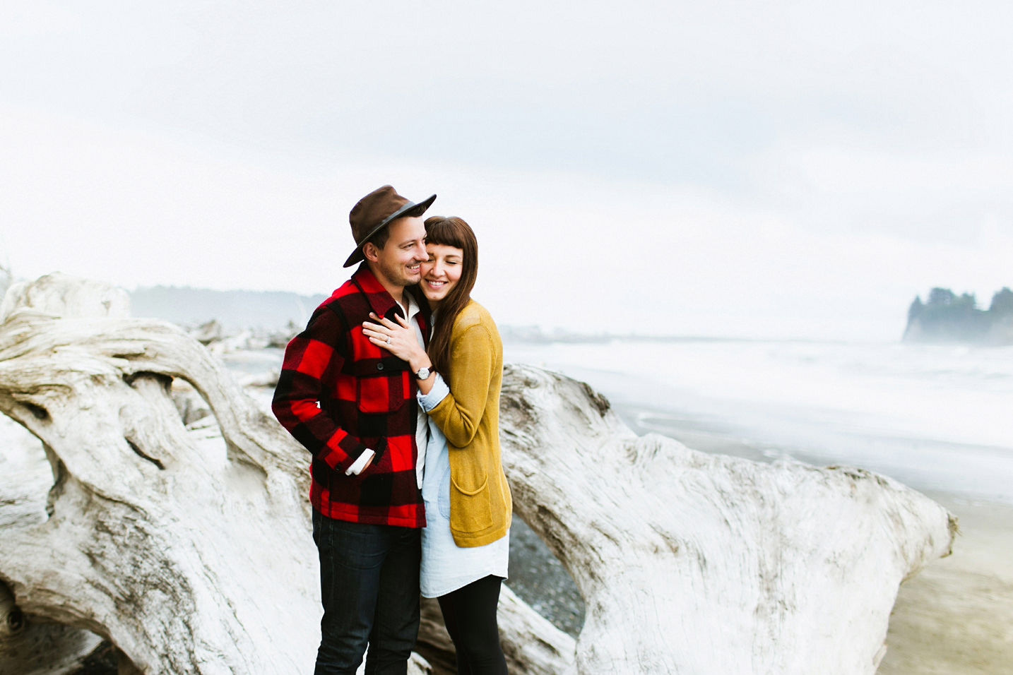 The Macnchiks / Rialto Beach, Washington Couple Session / Ben Sasso